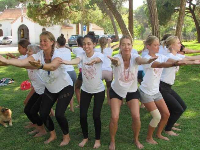 21 Days 200-Hour Integral Yoga TTC, Qi Gong, and Massage Workshops in Saint-Just-d'Avray, France